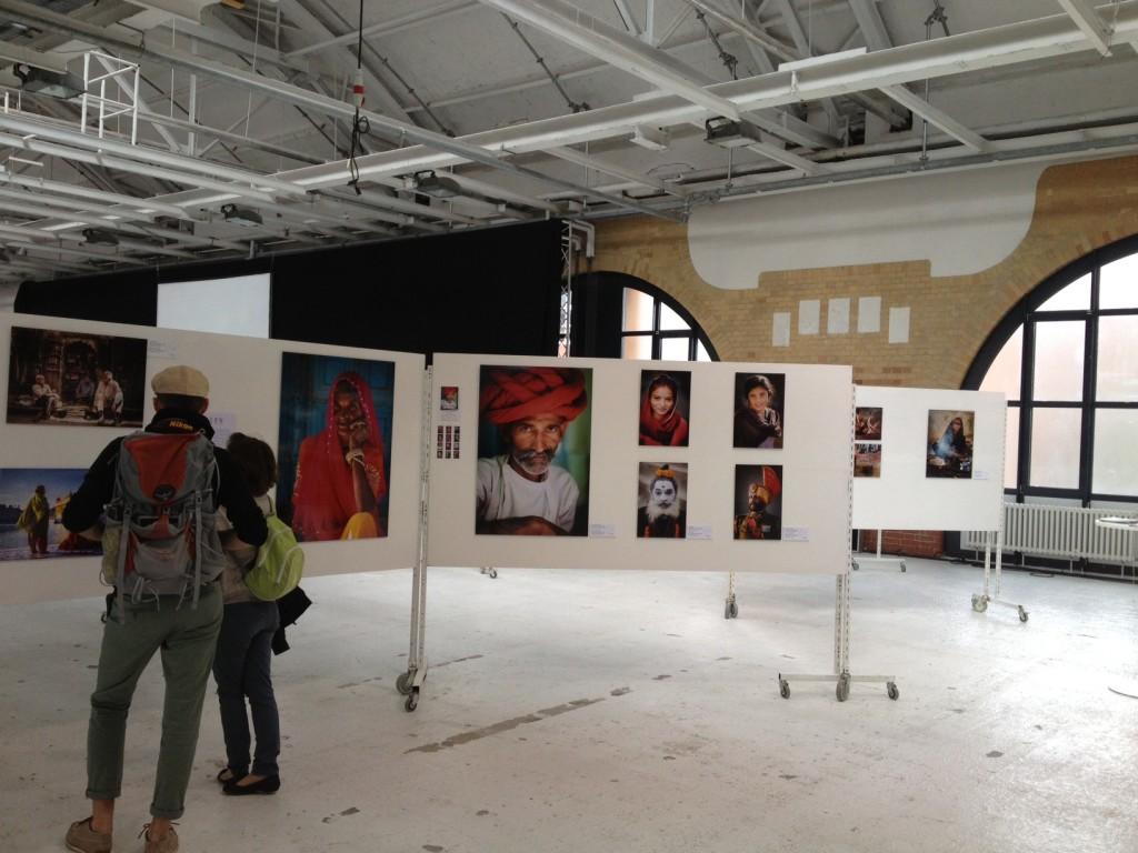 Ausstellung von Jens Benninghofens Bilder aus Indien auf dem Berliner Fotofestival The Browse